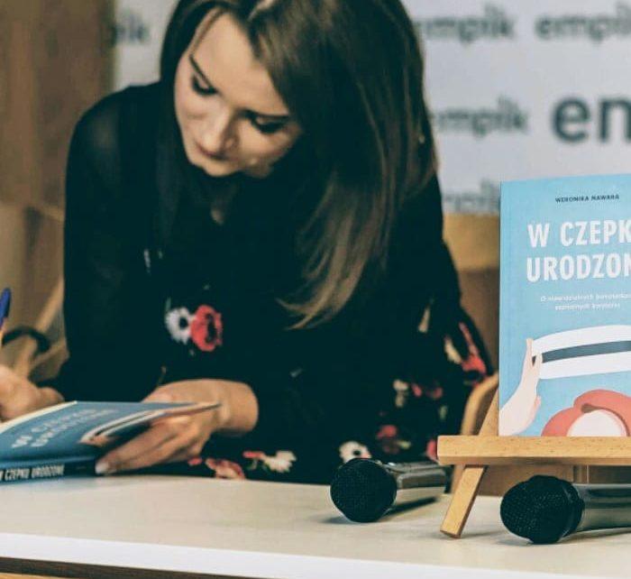 Weronika Nawara, W czepku urodzona