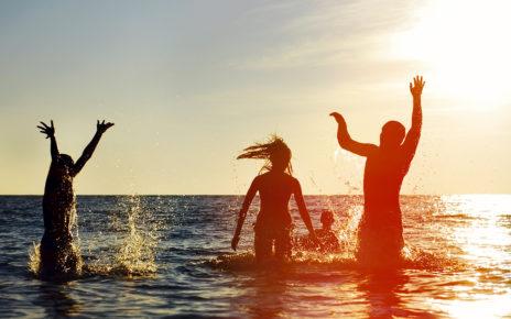 Wakacyjne kąpiele i klimatyzacja częstą przyczyną zapalenia ucha zewnętrznego